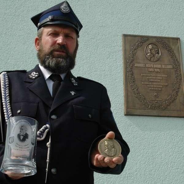 - W tym roku odsłoniliśmy tablicę pamiątkową ku czci Hellmanna - mówi Rudolf Hyla. - Wydaliśmy też pamiątkowe medale i kufle.
