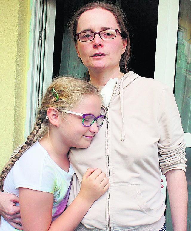 Na kiermaszu zorganizowanym   przez ośmioletnią dziewczynkę pojawiły się prawdziwe tłumy.  Początkowo Asia liczyła na obecność sąsiadów, z którymi zawsze miała dobry kontakt i na kilkaset złotych, które miały wystarczyć na wyjazd do specjalisty w Bydgoszczy