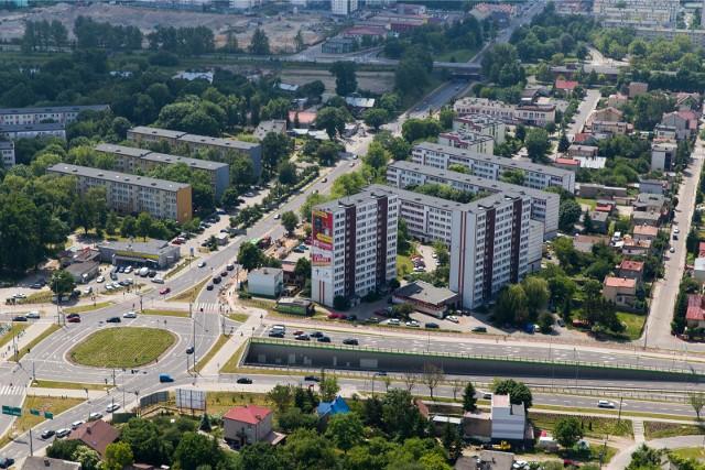 Białystok z lotu ptaka. Widać, że wiele wysokościowców góruruje na zabudową niską.