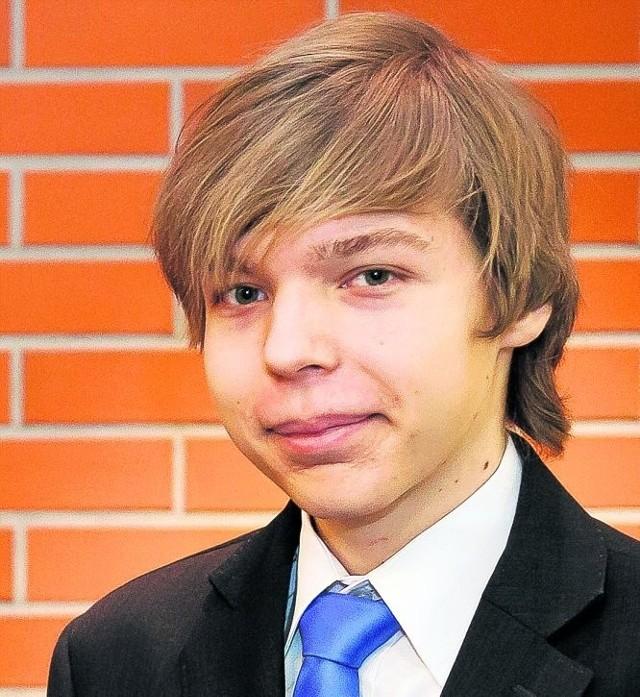 Jakub Czarniecki był laureatem wojewódzkiego konkursu informatycznego. Twierdzi, że zwycięstwo dało mu motywację do dalszej pracy. I pozwoliło kontynuować naukę w wybranym liceum.