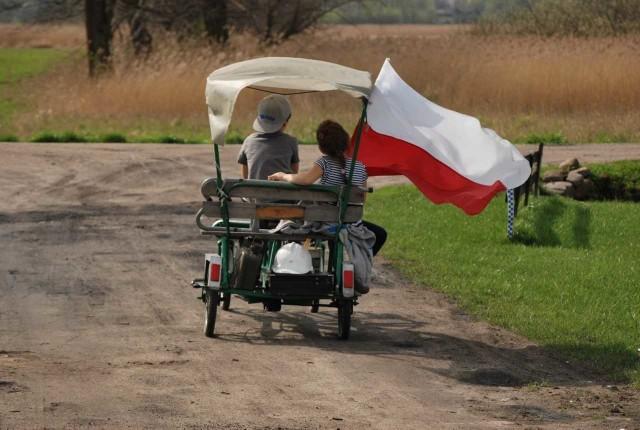 Zdjęcie funkcjonariuszki Aresztu Śledczego w Łodzi, Darii Sadowskiej, najlepsze w konkursie patriotycznym