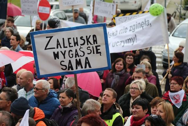 Protest nauczycieli 10 października 2016 przeciwko likwidacji gimnazjów