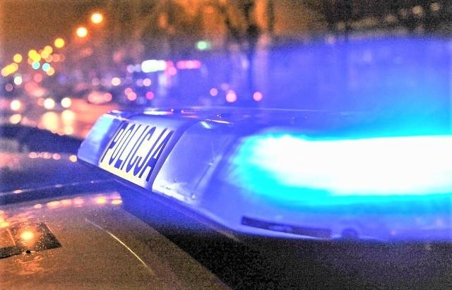 Po przybyciu na miejsce policjanci wyczuli silną woń alkoholu od kierowcy.