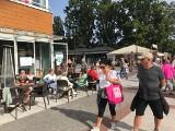 Słonecznie w Świnoujściu. Turyści chętnie spędzali czas na mieście i plaży
