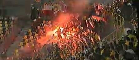 Płoną race w sektorze kibiców Jagiellonii