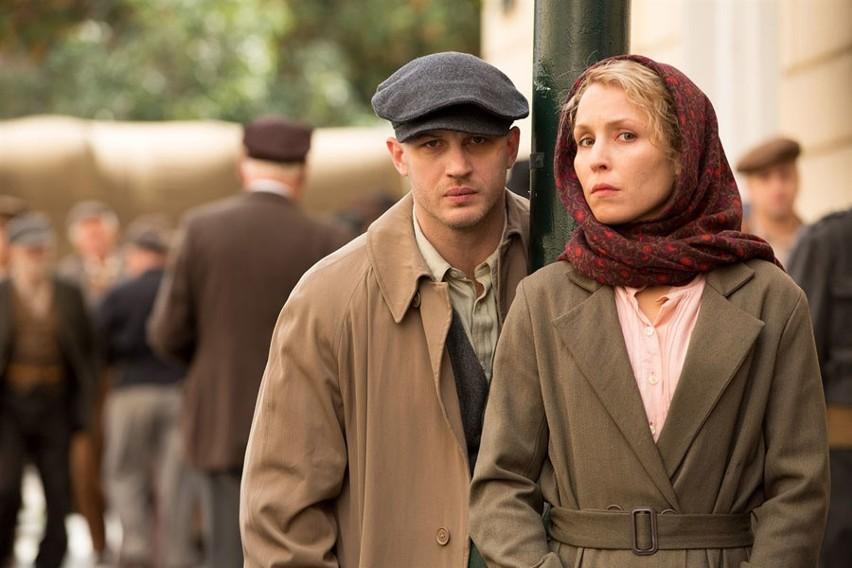 Tom Hardy i Noomi Rapace przekonująco kreują niedobraną parę, która musi przetrwać szykany sowieckiego systemu