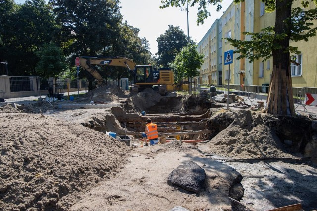 Remont na ul. Gdańskiej w pobliżu skrzyżowania z ul. Dwernickiego w Bydgoszczy potrwa dłużej niż planowano.