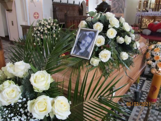 Halina Naumik zmarła 4 marca 2021 r. w wieku 93 lat. Ostatnie pożegnanie odbyło się w sobotę (6.03) w tzw. starej parafii w Kluczborku. Łączniczka AK Kalina spoczęła na cmentarzu komunalnym w Kluczborku.