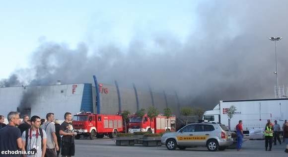 Pożar w hali targowej wybuchł około godzin 7.30