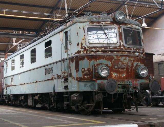 Lokomotywa EP05-22 podczas renowacji (pierwszy etap).