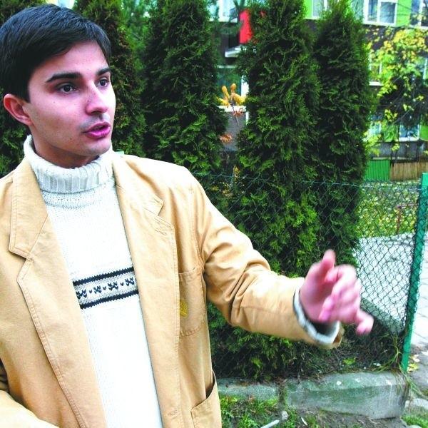 Przebudowa dotychczasowego parkingu zagraża bezpieczeństwu dzieci - uważa Michał Ponarad
