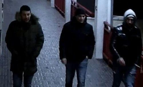 Policja w Poznaniu poszukuje trzech mężczyzn, którzy mogą mieć związek z kradzieżą w restauracji. Skradziono portfel wraz z zawartością oraz ponad 20 tysięcy złotych. Rozpoznajesz mężczyzn, którzy są na zdjęciach?Przejdź do kolejnego zdjęcia --->