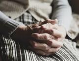 Pomoc dla seniorów w Opolu. Pod te telefony w Opolu mogą dzwonić seniorzy, którym trzeba pomóc