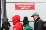 Poznań: paszport - jak i gdzie wyrobić? Ile poczekasz w kolejce? Po paszport umów wizytę przez internet. Paszport dla dziecka [24.04.2020]