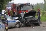 Radiowóz goniąc motocyklistę zderzył się z osobówką. Cztery osoby ranne [ZDJĘCIA]