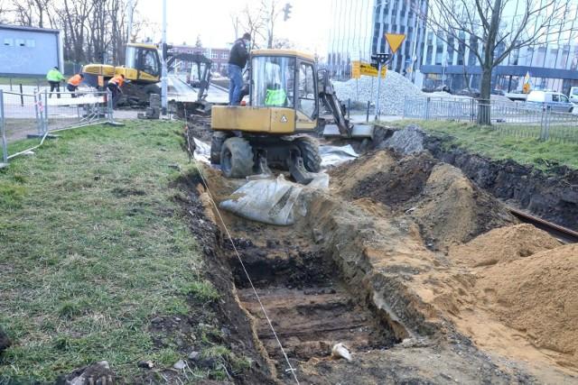 Na ul. Złotoryjskiej, podczas remontu torowiska, znaleziono ludzkie szczątki