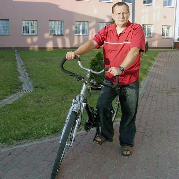 - Fachowcy szybko uświadomili mi, że odszkodowanie należy mi się nie tylko za skręconą nogę i potłuczenia - mówi Janusz Gwiżdż.