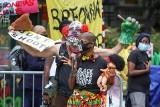 USA: Z karabinem w ręku bronili dom przed protestującymi. Teraz prokurator chce ich oskarżyć