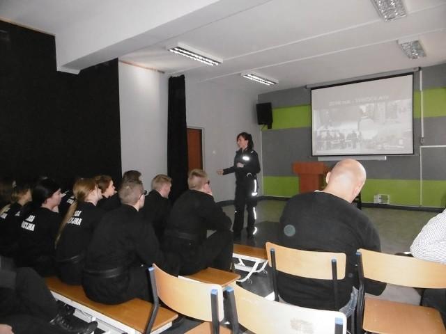 Młodzież ZSI w Słupsku została przeszkolona na wypadek zamachu terrorystycznego.
