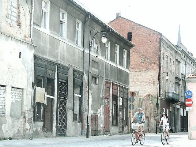 Ulgi w remontachUlgi w remontach mają dotyczyć tych właścicieli, którzy zdecydują się na remont całej elewacji budynku. Na zdjęciu: fragment ulicy Tumskiej we Włocławku.