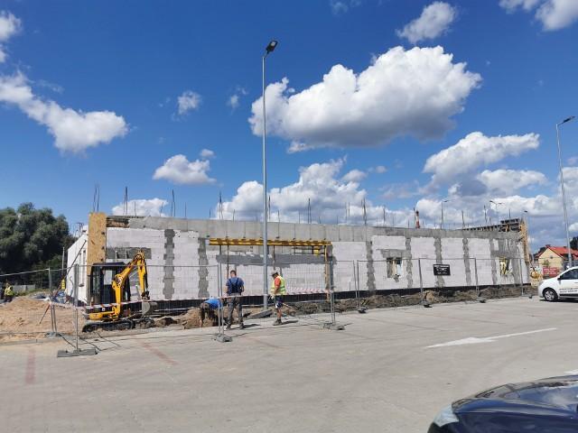 Kujawia Park we Włocławku powiększa się. W tej chwili trwa budowa restauracji McDonald's
