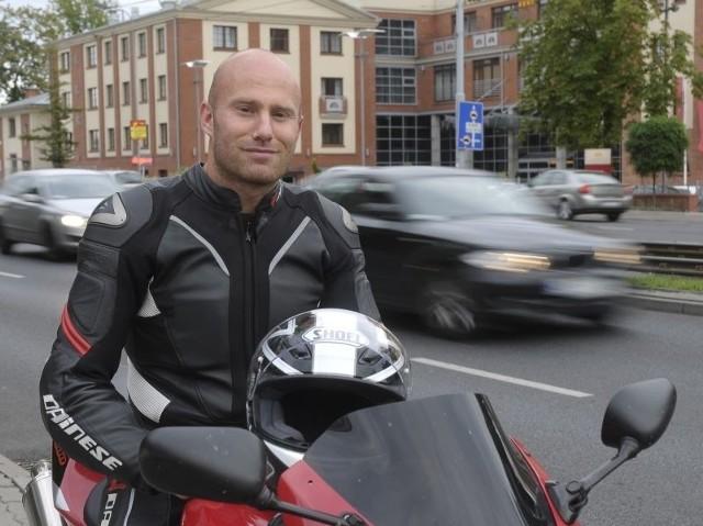 Zachowanie Macieja Zagłoby-Zyglera nie potwierdzia powtarzanej często bezmyślnie formuły, że to właśnie motocykliści są najbardziej nieodpowiedzialnymi użytkownikami dróg.