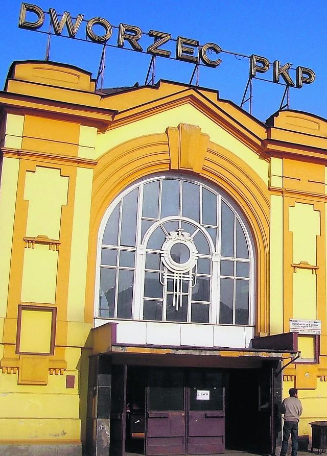 Dworzec zyska nie tylko nową elewację. Z budynku znikną bariery architektoniczne. Będą też nowe drzwi i okna
