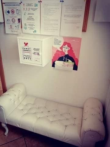 W placówkach bibliotecznych w gminie Trzebielinie powstały punkty pomocy okresowej. W ten sposób włączyły się one w akcję Fundacji Akcja Menstruacja.