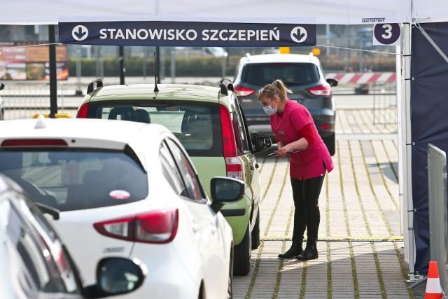 Zablokowana infolinia punktu szczepień na wrocławskim stadionie.