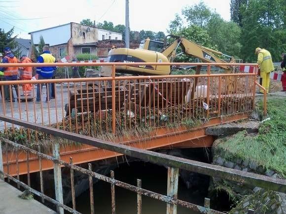 Zniszczony most na ul. Powstańców Śląskich w Głuchołazach.