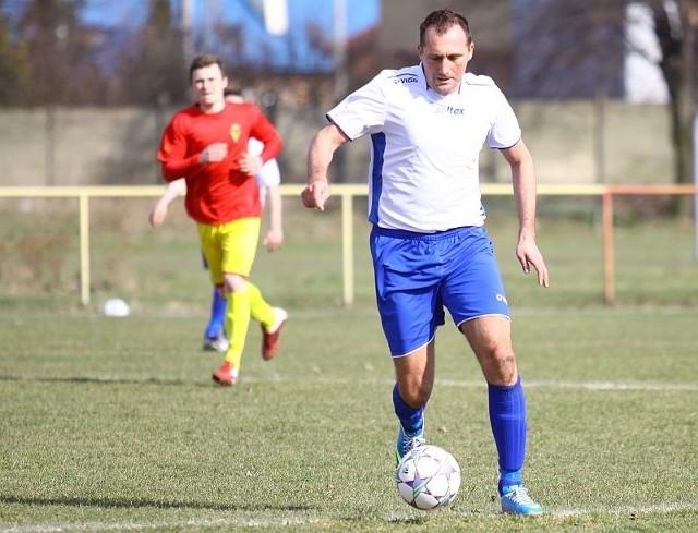 Mariusz Gnoiński zdobył dwa gole dla Unii Murów.