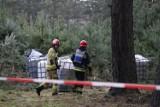Pojemniki z nieznaną substancją porzucone w wielkopolskich lasach. Trzy zgłoszenia jednego dnia! [ZDJĘCIA]