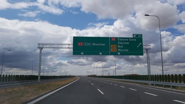 Generalna Dyrekcja Dróg Krajowych i Autostrad podpisała umowę na dokończenie prac na węźle Stęszew i drodze krajowej nr 32. Odcinek ten wykona firma Colas Polska.