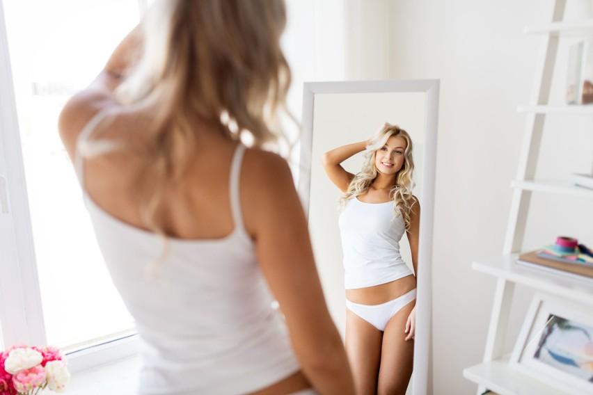 Odchudzanie powinno być powolnym procesem, ponieważ takie tempo zwiększa szansę utrzymania niższej masy ciała. Niepodważalnie najskuteczniejszym sposobem jest wizyta u dietetyka, który zaproponuje spersonalizowany plan żywieniowy, oraz zwiększenie codziennej aktywności fizycznej. Podpowiadamy 10 łatwych zmian, które możesz wprowadzić w swój styl życia z dnia na dzień! Nie kolidują z zaleceniami specjalistów, a pomogą Ci w trzymaniu się zasad diety i planu treningowego. Skutek? Skuteczne obniżenia masy ciała! Jesteś zainteresowany?