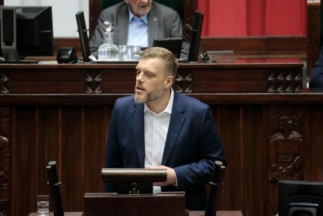 W ostrych słowach dotychczasowe rządy Mateusza Morawieckiego skrytykował m.in. Adrian Zandberg.