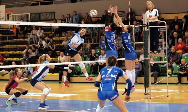 W meczu 4. kolejki I ligi kobiet Joker Mekro Energoremont Świecie pokonał Karpaty Krosno 3:1 (22, -17, 19, 16). MVP meczu została wybrana Kasia Wenerska z Jokera.