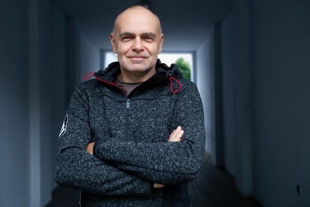 Na zdjęciu Sławomir Jankowski. Fotograf, filmowiec, nie je mięsa od ponad 20 lat, od 7 jest weganinem.