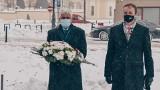 """Hołd w rocznicę śmierci mjr. Zygmunta Szendzielarza """"Łupaszki"""". Wojewoda podlaski i wicewojewoda złożyli kwiaty (zdjęcia)"""