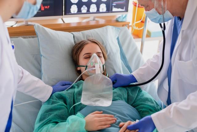 Ryzyko hospitalizacji z powodu zakażenia wariantem Delta jest 2,26 razy wyższe niż w przypadku infekcji Alfą.