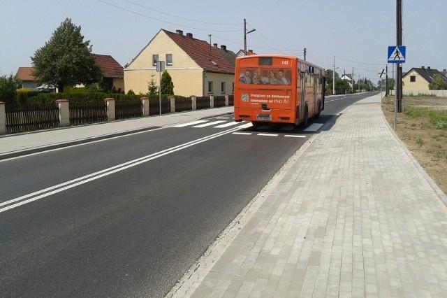 Przebudowano odcinek o długości 1,8 kilometra - od ul. Metalowej aż do granicy z gminą Tarnów Opolski. Drogę poszerzono do 7 metrów i wzmocniono.