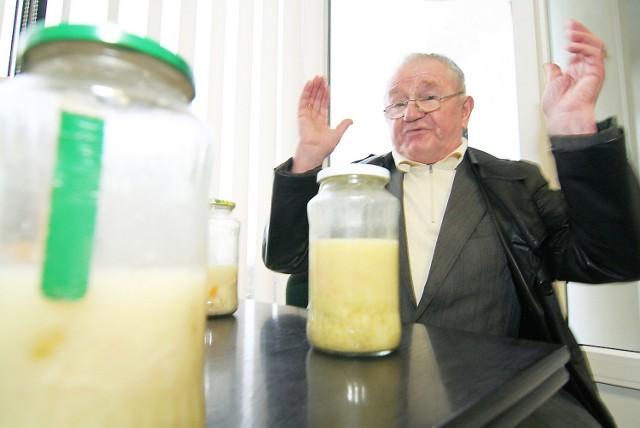 Tadeusz Rzymek (na zdjęciu) twierdzi, że umarłby w głodu w Nowym Szpitalu, gdyby nie dokarmiała go żona