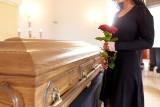 """Pogrzeby online stają się coraz popularniejsze. """"Dzięki pogrzebom online rodzina znów czuje się zjednoczona w tym trudnym i bolesnym czasie"""""""