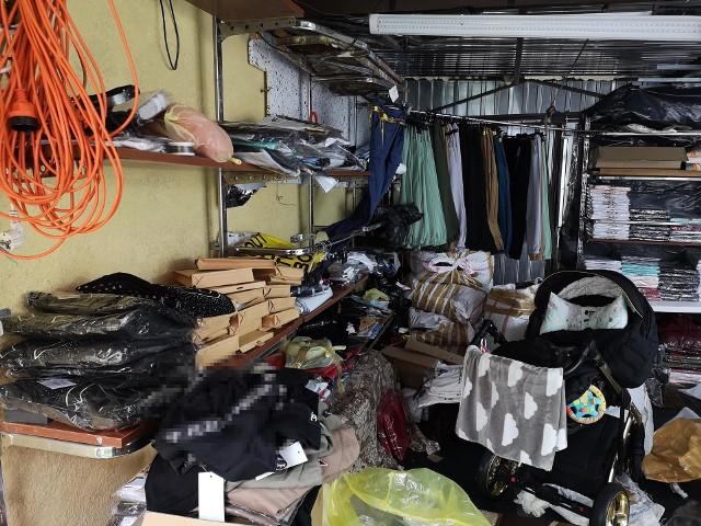 Przestępcy mieli zaaranżowane studio, w którym prowadzili transmisje oraz ok.14 tysięcy sztuk odzieży z podrobionymi znakami towarowymi, kilkudziesięciu różnych, znanych, światowych marek