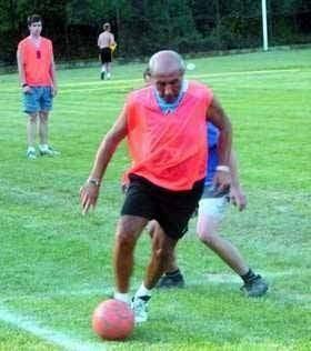 Giuseppe de Clemente z Włoch, pieszczotliwie nazywany Pepe kocha grać w piłkę nożną.