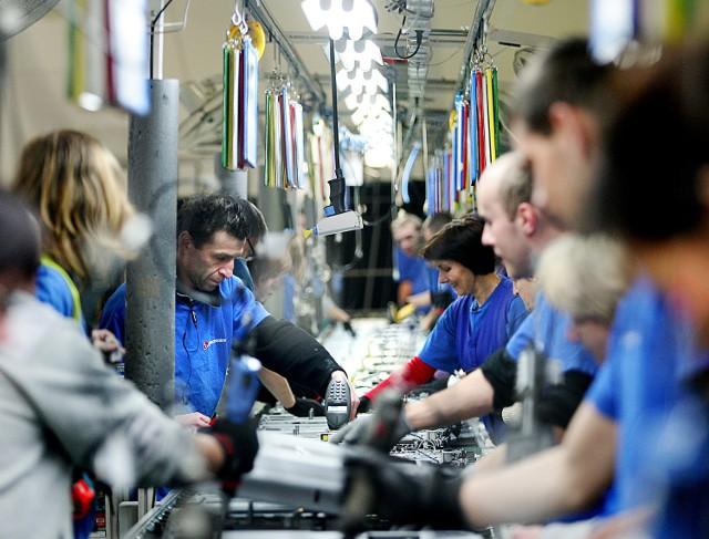 Poprawy wynagrodzenia najczęściej mogą sie spodziewać osoby zatrudnione w przemyśle