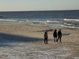 Zimowy początek weekendu w Dziwnowie. Zdjęcia z plaży!