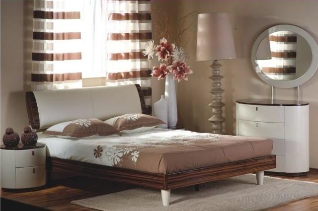 Nasze Dobre Świętokrzyskie 2012: Kolekcja sypialni Dream Collection firmy DEK Meble z KielcKolekcja do sypialni Edith jest wykonana z płyty meblowej lakierowanej na wysoki połysk w ciepłym odcieniu beżu i brązu.