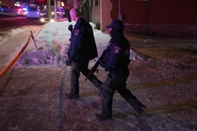 Policja przed meczetem w Quebec City
