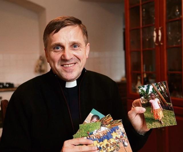 Ksiądz Jarosław Stefaniak to proboszcz parafii w Tykocinie