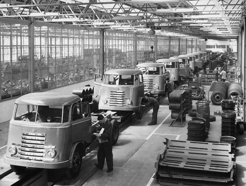 Rok. 1953. Montaż pierwszych kabin DAF.
